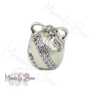 Pandora karácsonyi fehér díszgömb bf charm